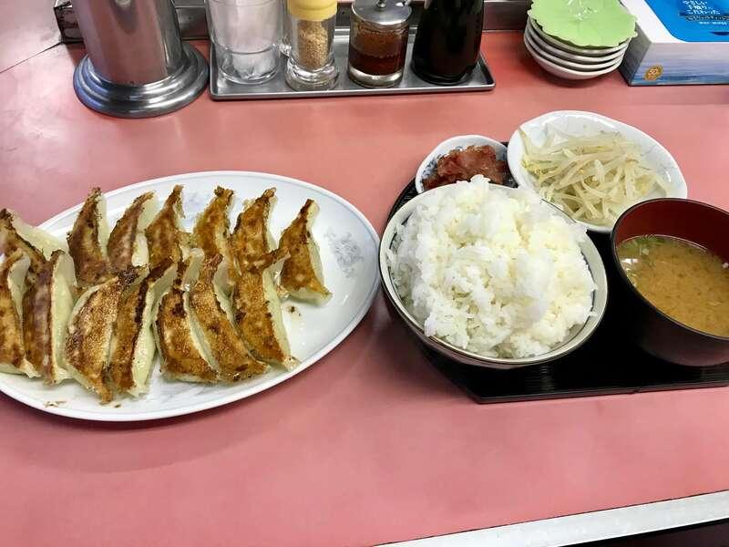 横浜飯店の餃子定食