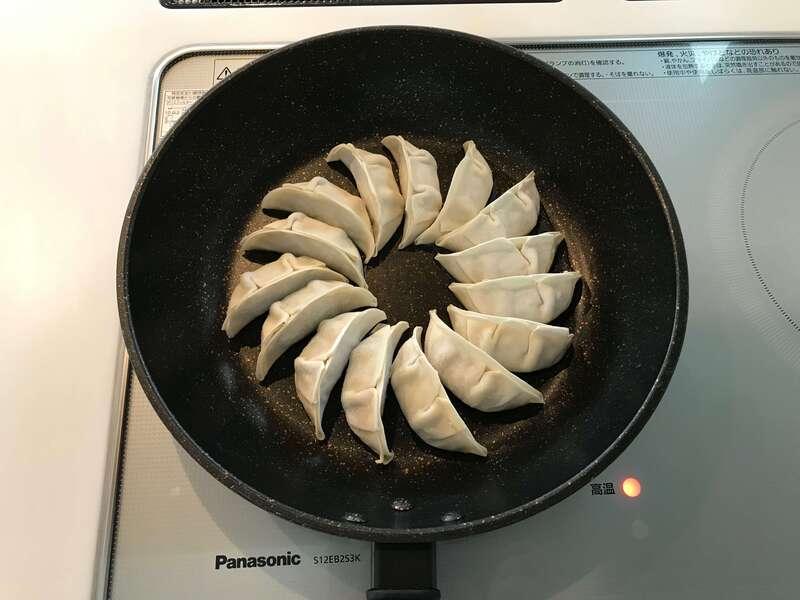 「失敗しない!浜松餃子の焼き方!冷凍餃子を焦がさずに焼くコツ」のアイキャッチ画像