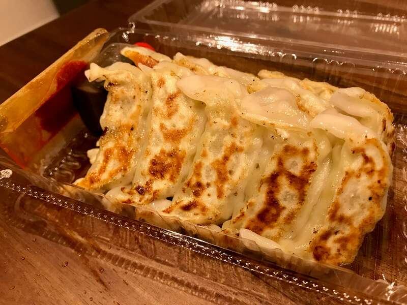 「【餃子の店 かず】17時以降は焼き餃子のお持ち帰りあり!ニンニクが効いていて美味い!」のアイキャッチ画像