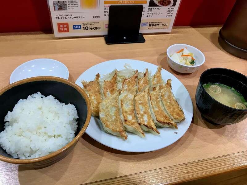「【石松JR浜松駅店】駅近で食べる浜松餃子の名店!王道で安定の美味しさ!」のアイキャッチ画像
