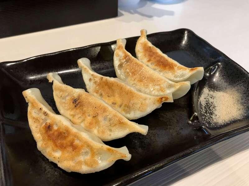 「【7福神 壱】さくら餃子と塩つけ麺の後のおじやが最高!朝7時からOKのラーメン店」のアイキャッチ画像