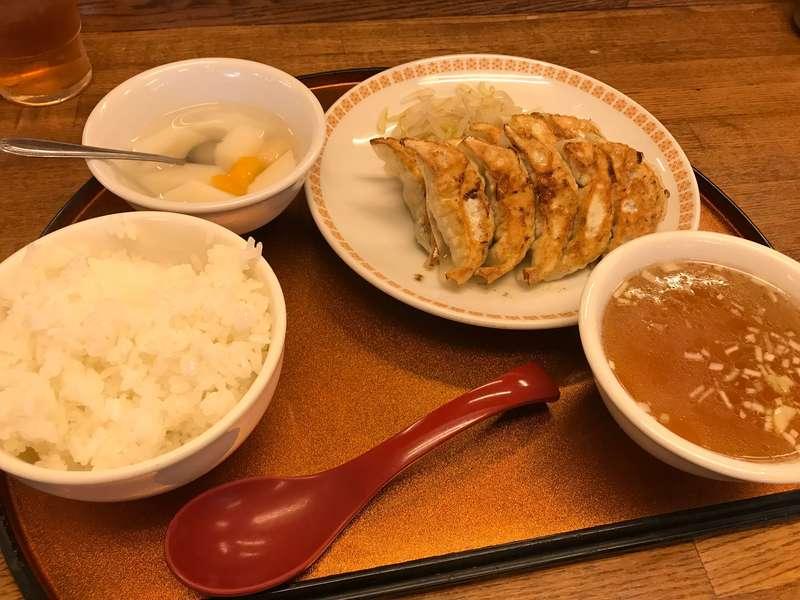 錦華楼中沢店の餃子定食