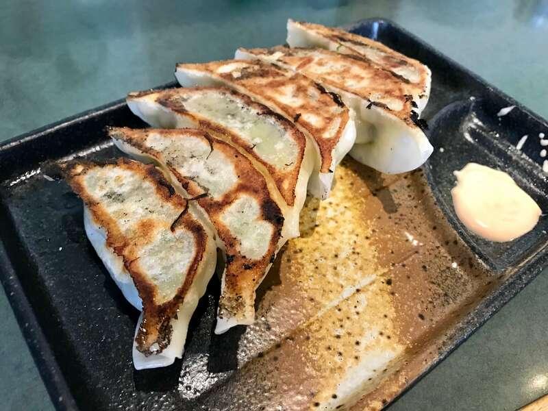 「【らーめん武蔵】鶏白湯スープが効いたジューシー餃子!マヨネーズのタレもいける!」のアイキャッチ画像