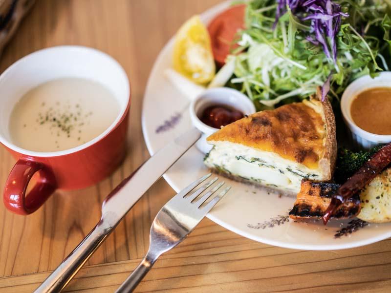 「caf'e azure -カフェ アジュール-|ゆったりくつろげる磐田の人気カフェでランチ」のアイキャッチ画像