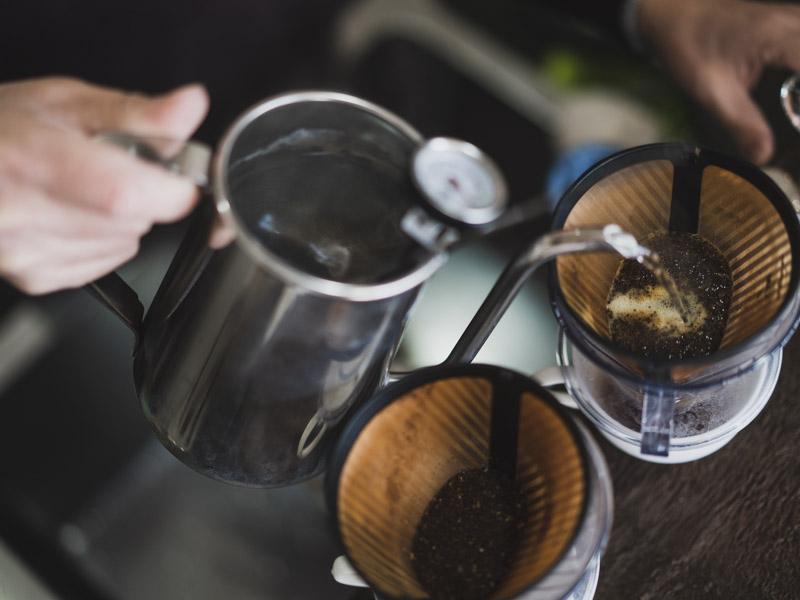 スペシャルティコーヒー専門店香茶屋の抽出