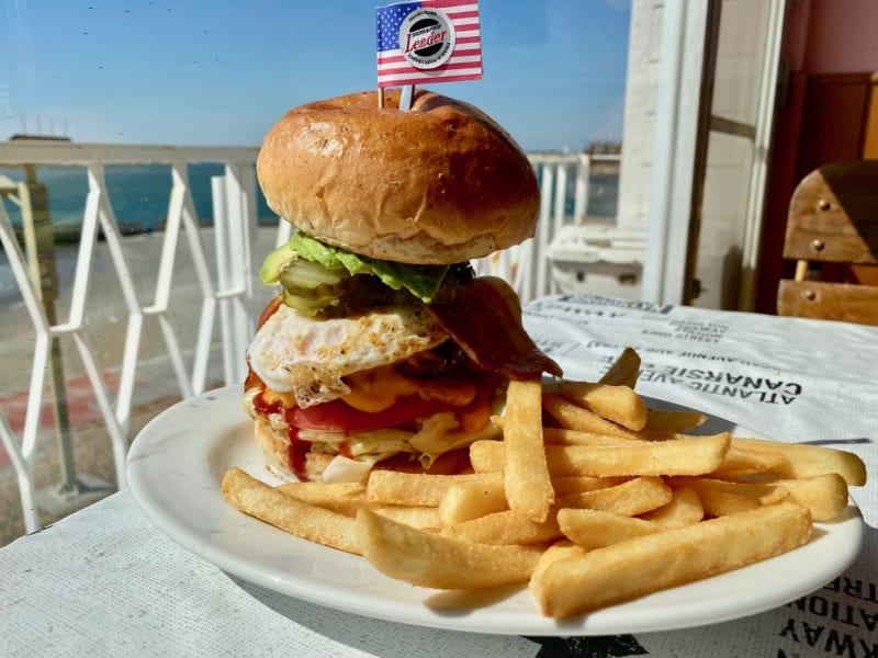 「LEADER(リーダー)弁天島店|浜名湖を眺めながら食べられる絶品バーガー!」のアイキャッチ画像