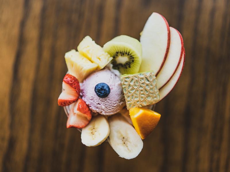 「えびすやフルーツ 旬のフルーツを使った贅沢パフェで優雅なカフェタイム!」のアイキャッチ画像