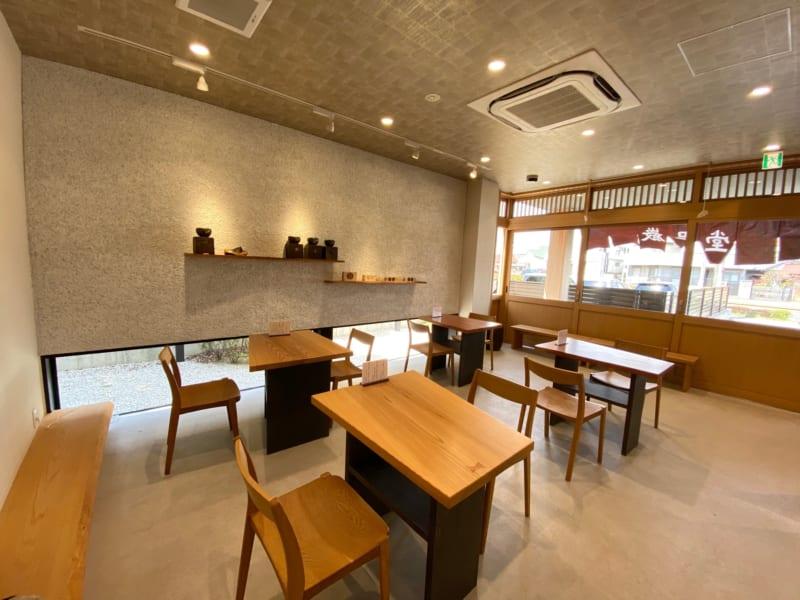 巌邑堂 袖紫ヶ森店の喫茶コーナー