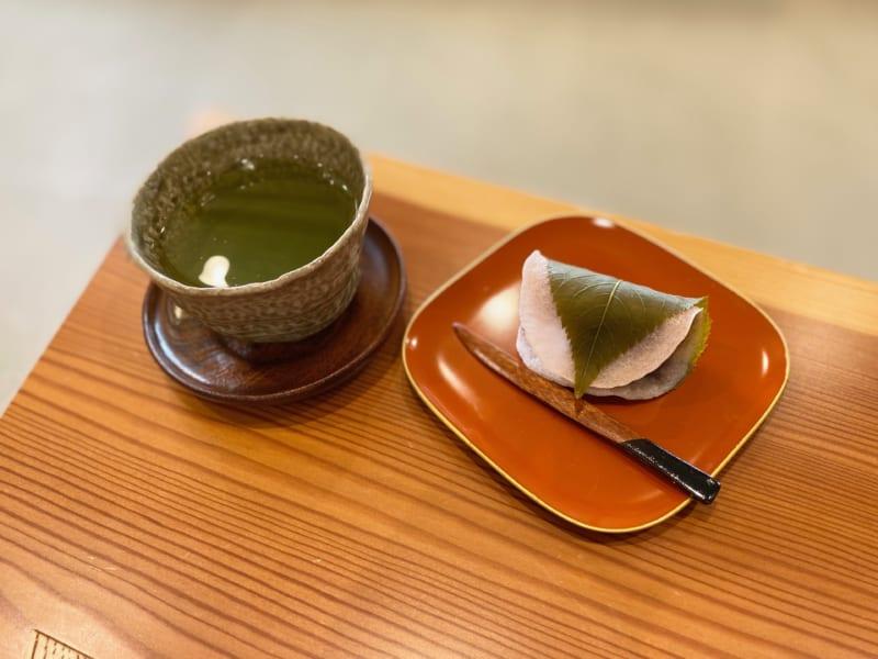 巌邑堂 袖紫ヶ森店の煎茶セット
