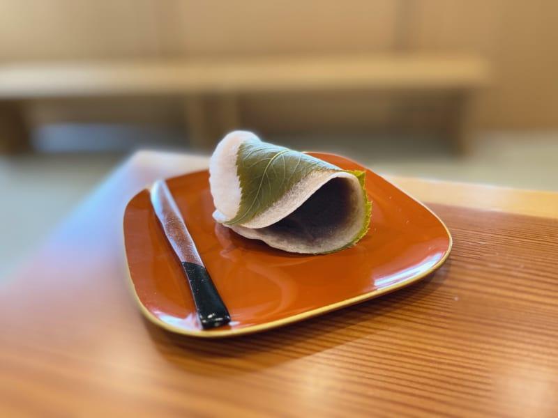 巌邑堂 袖紫ヶ森店のさくら餅