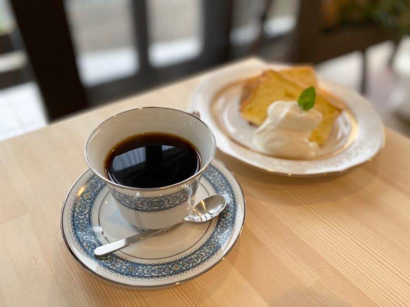 「はちまん 北区三方原町にナチュラルな雰囲気の喫茶店がオープン!Wi-Fi・電源もあるぞ」のアイキャッチ画像