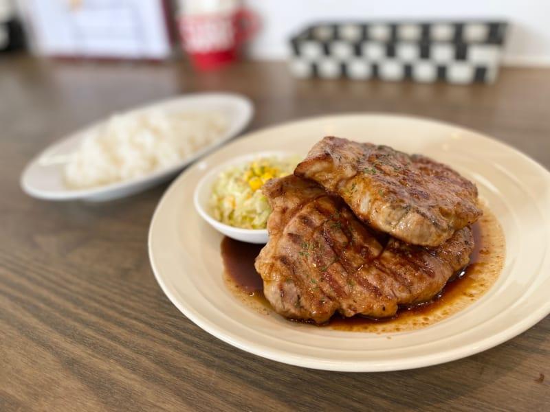 「シュガー&スパイス|圧倒的多幸感!肉厚500gの絶品トンテキダブル&ライス!!」のアイキャッチ画像