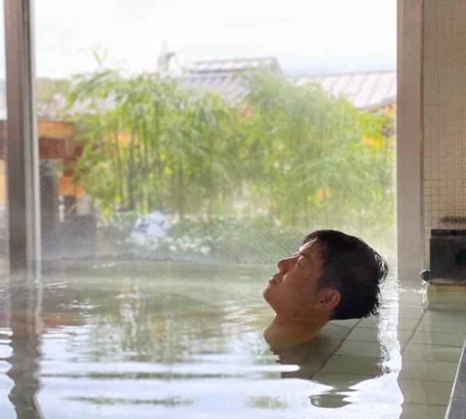 天然温泉風と月の内風呂