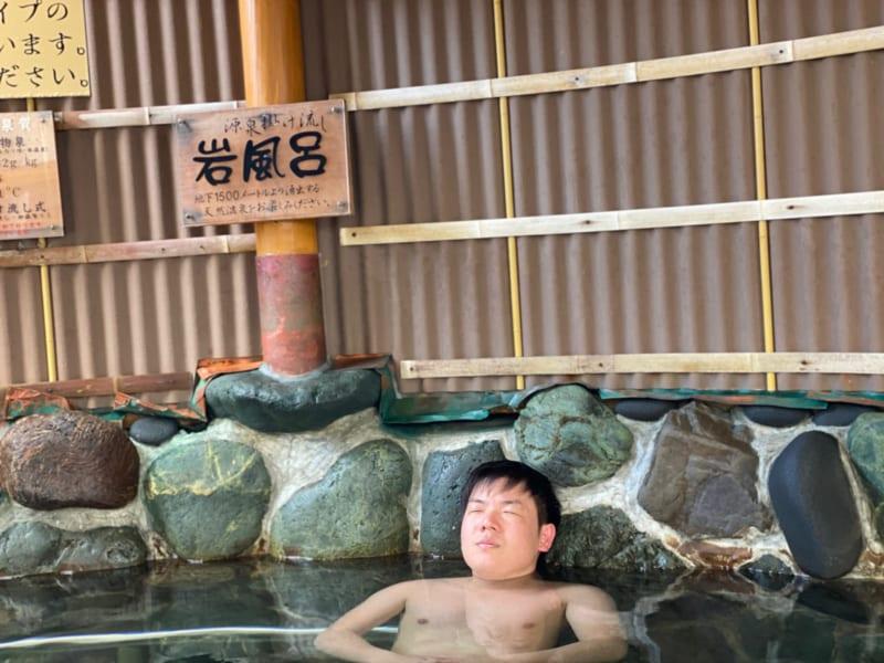 天然温泉風と月の岩風呂