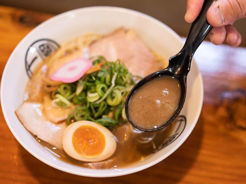 和歌山チャーシューメンのスープ