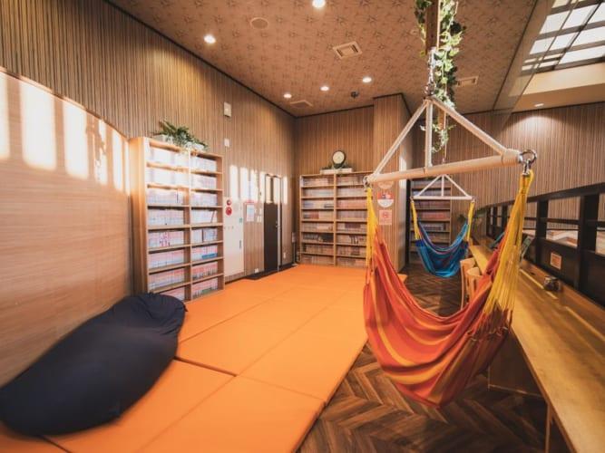 RAKUSPACafe浜松の内観