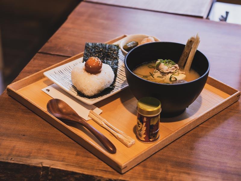 「ハルイチスタイル |倉庫をリノベーションしたおしゃれカフェで素材の良さを味わうランチ!」のアイキャッチ画像