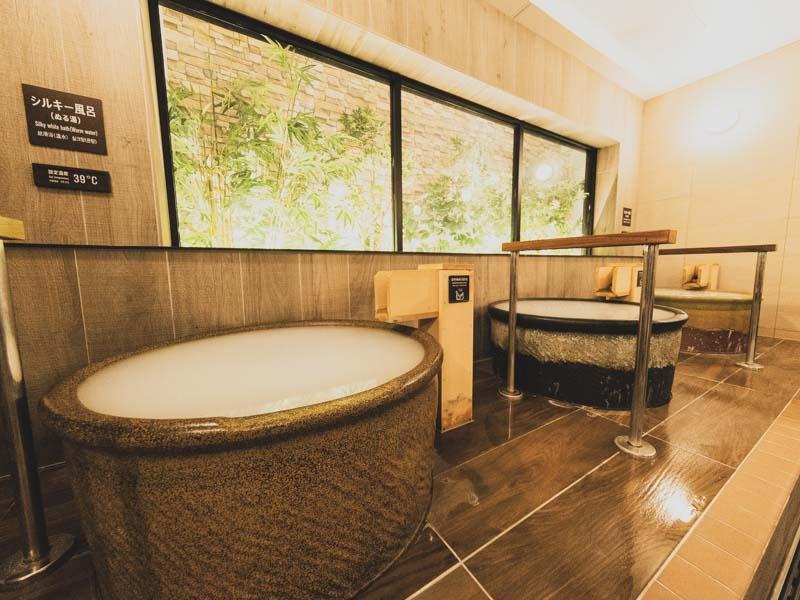「ドーミーイン・global cabin 浜松|サウナ大浴場付き!カプセルホテルの豪華版に泊まってみた」のアイキャッチ画像
